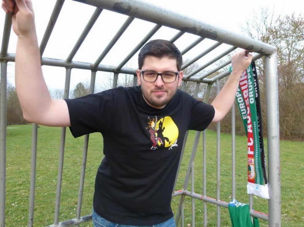 Adrián Morales, autor de 'Historias de camisetas: Relatos del otro fútbol'.