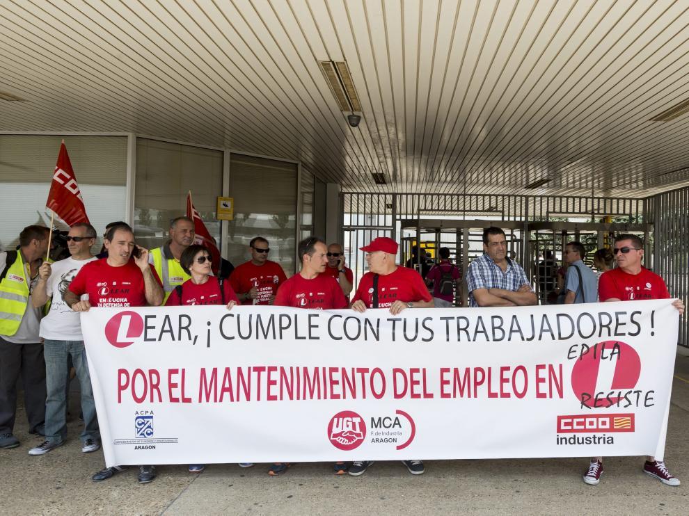 Protesta en defensa del empleo en Lear Épila, en la fábrica de Opel en Figueruelas, en junio de 2016