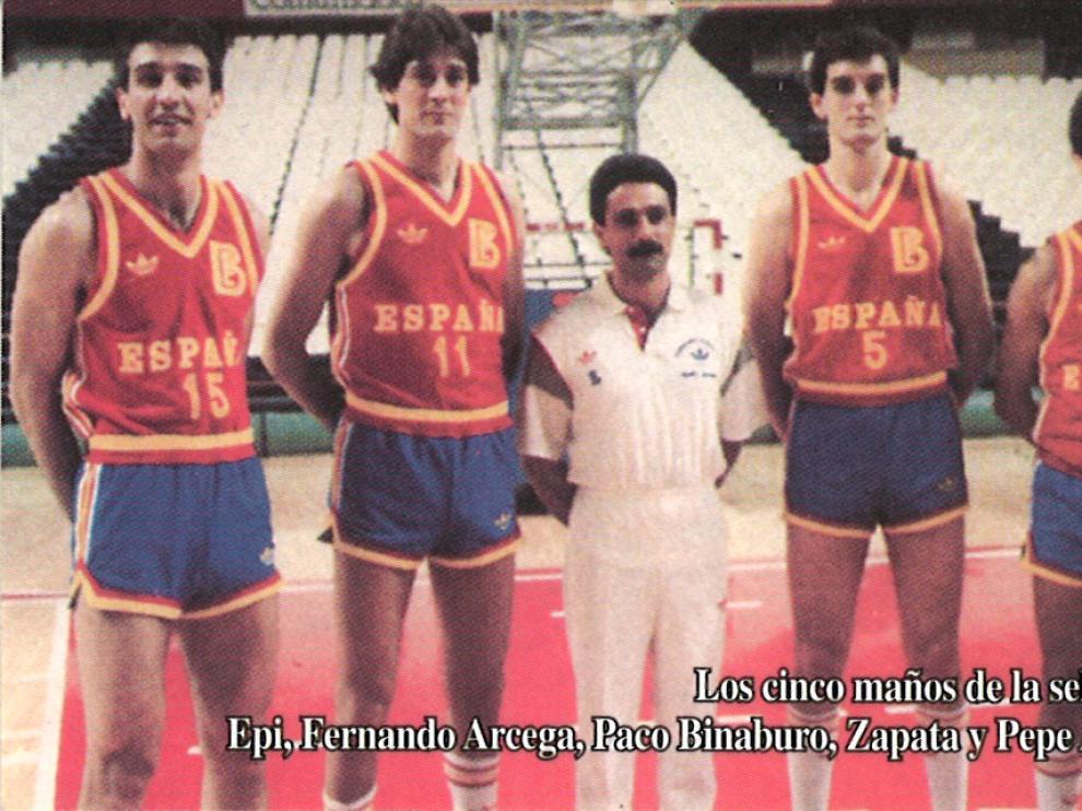 Epi, Fernando Arcega, Paco Binaburo, Zapata y Pepe Arcega. En el Europeo del 87, en Atenas, coincidieron los cuatro jugadores aragoneses y Binaburo, también zaragozano, que trabajó como fisioterapeuta.