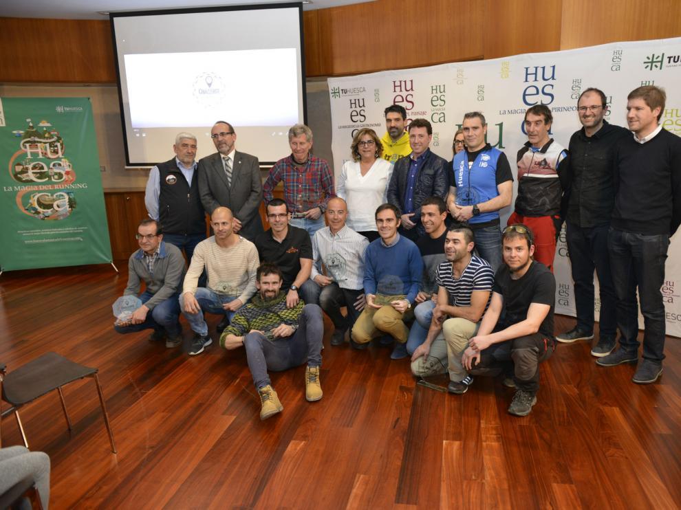 Foto de familia con algunos de los premiados por la Challenge Huesca La Magia.