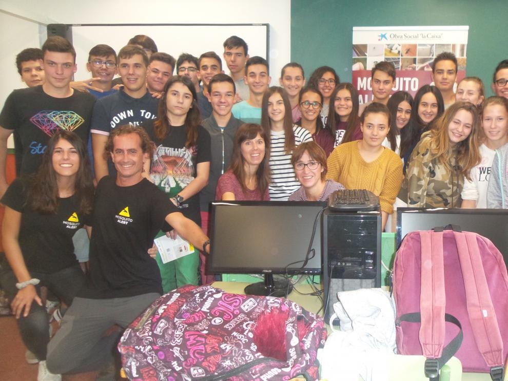 Alumnos y profesores del IES Bajo Cinca de Fraga, ganadores de varios premios por su contribución a la lucha contra el mosquito tigre.