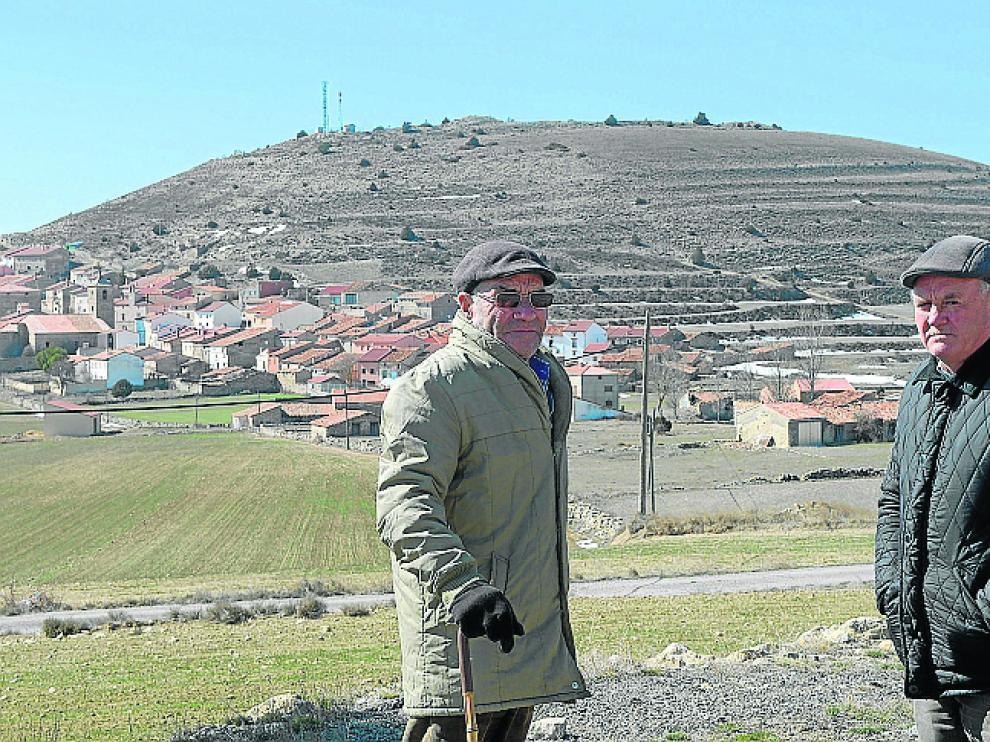 Eduardo Sánchez -a la derecha- y un vecino, Enrique Romero