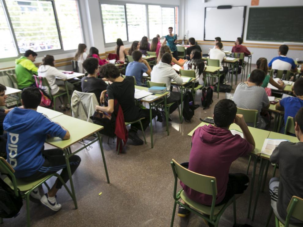 El Patio de la Infanta acoge una charla sobre las posibilidades de los estudiantes después de la ESO