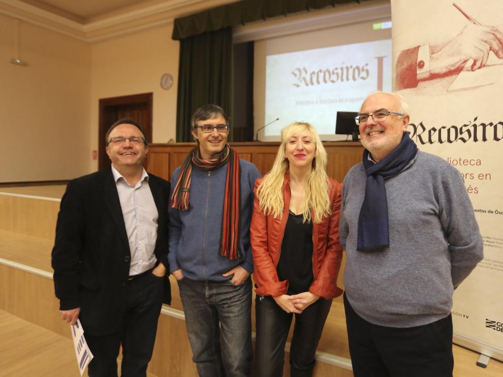 José Domingo Dueñas, Óscar Latas, Vicky Calavia y José Ignacio López Susín, antes del estreno del documental en la Facultad de Educación de Huesca