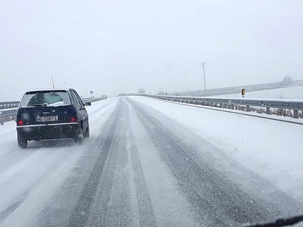 Nieve en la autovía que une Sabiñánigo con Jaca.