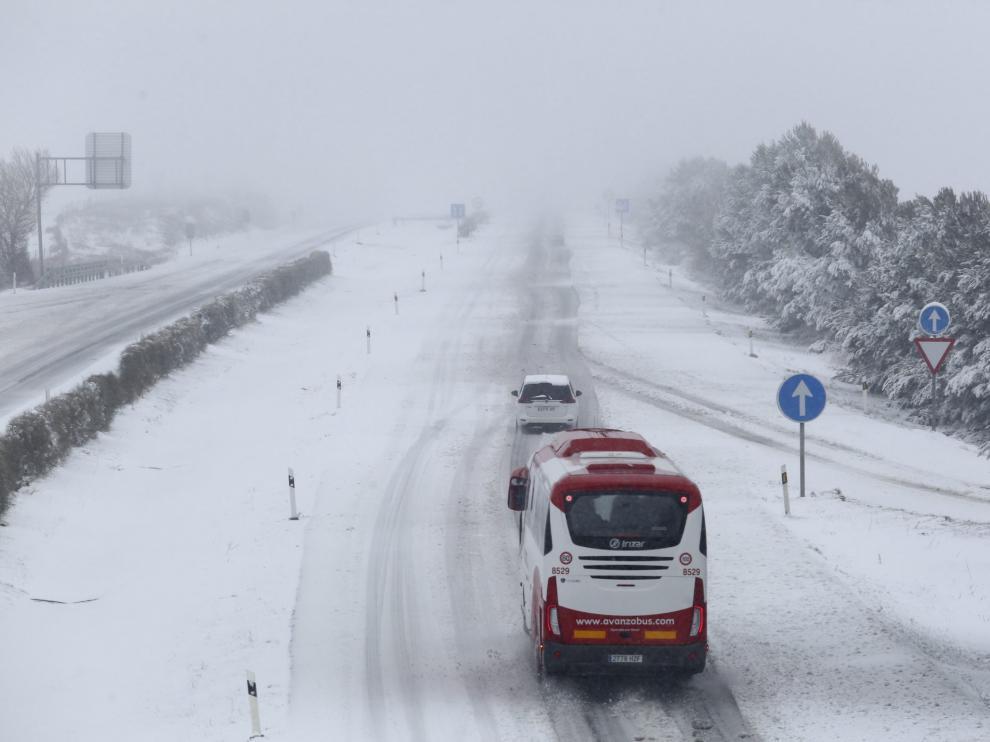 El temporal de nieve deja dos muertos, problemas en las carreteras y a más de 2.300 escolares sin clase
