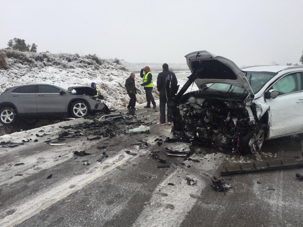Un choque frontal en una recta de la A–1234 cerca de Binaced dejó dos fallecidos.