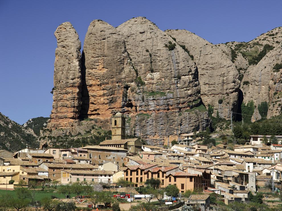 Los mallos de Agüero, en la Hoya de Huesca.