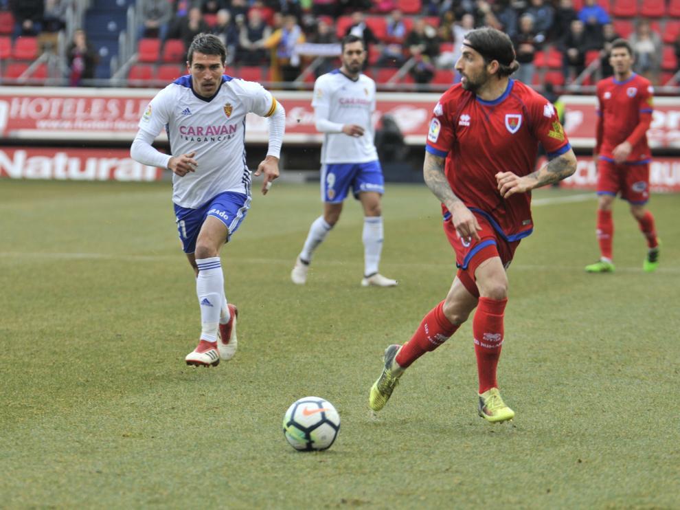 Marc Mateu, listo para centrar en el último Numancia-Real Zaragoza.