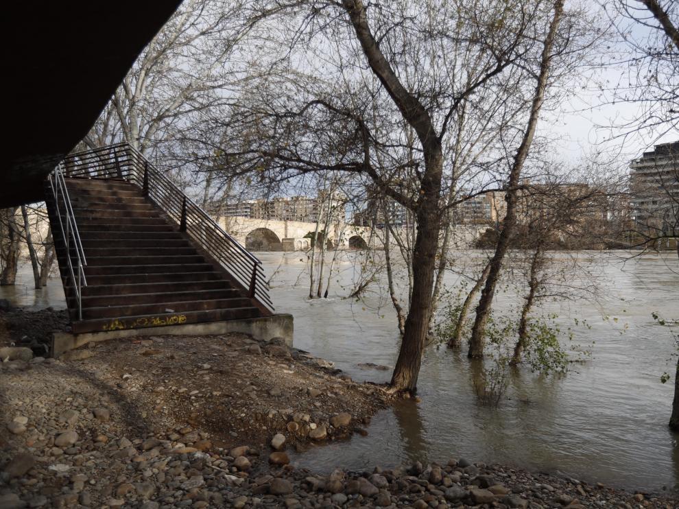 Imagen de archivo de una crecida del Ebro anterior