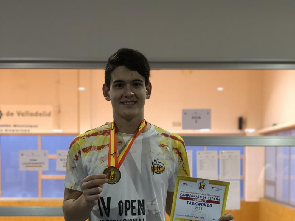 Antonio Artal, con la medalla de oro en el Nacional de Valladolid.