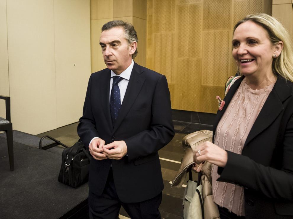 El presidente del PP de Aragón, Luis María Beamonte, y la directora general del Trabajo Autónomo, Carmen Casero, en Zaragoza.