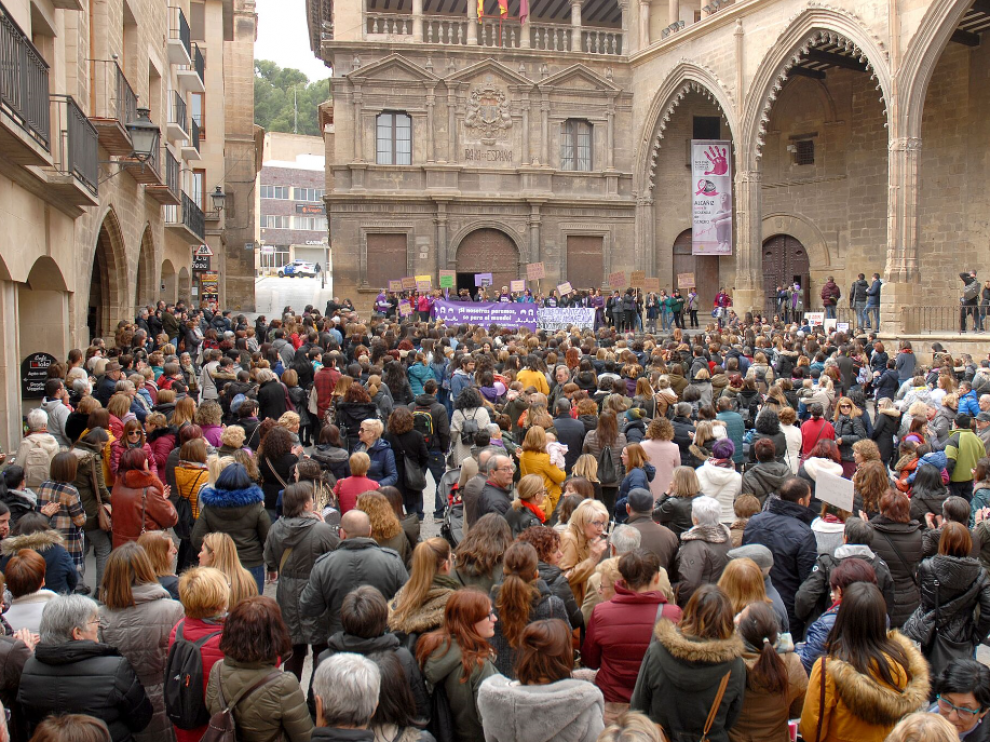 Cientos de mujeres reclaman sus derechos este 8M en Alcañiz