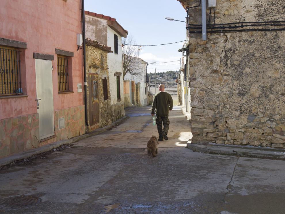 Una calle de Toril y Masegoso, localidad enclavada en los Montes Universales.