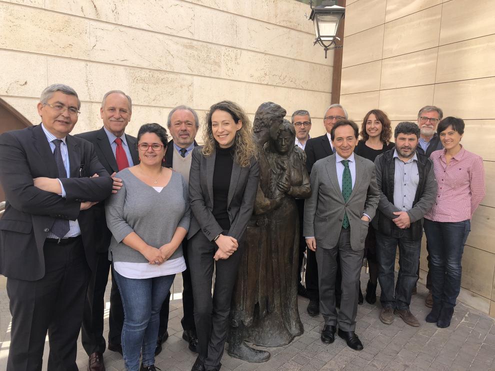 La comisionada frente al Reto Demográfico, Edelmira Barreira -quinta por la izquierda, en la foto-, con ADEA en Teruel.