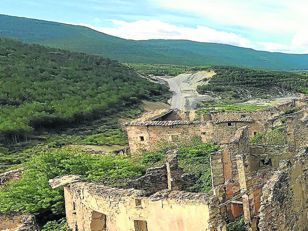 Panorámica del antiguo núcleo urbano de Ruesta, que prácticamente mantiene íntegra su trama.