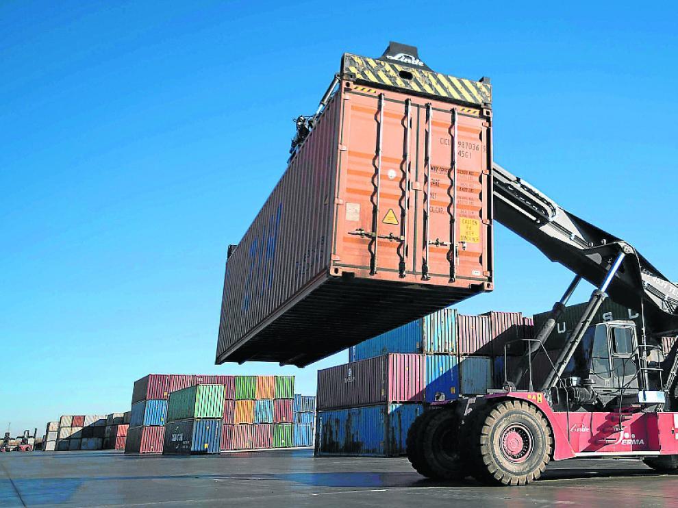 Llegada a la terminal de Zaragoza de contenedores del servicio ferrioviario con Zhengzhou (China).