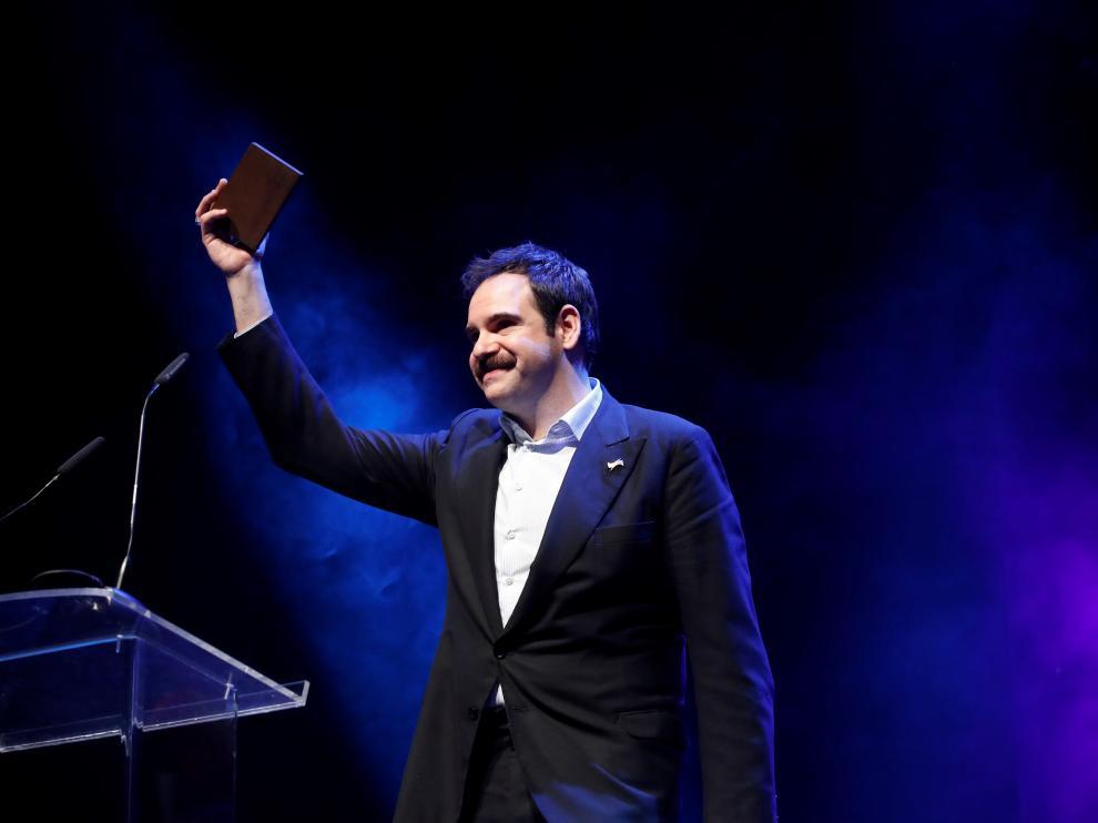 El actor zaragozano Jorge Usón recogiendo uno de sus galardones.