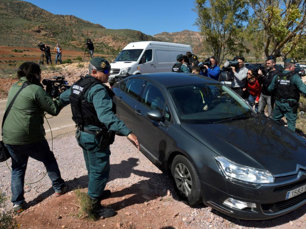 La Guardia Civil traslada a Ana Julia hasta la finca donde pudo estar oculto Gabriel
