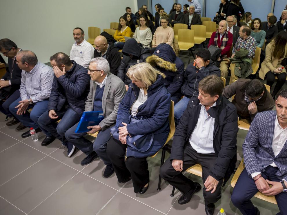 Los acusados, en las dos primeras filas, en la Audiencia Provincial de Zaragoza.