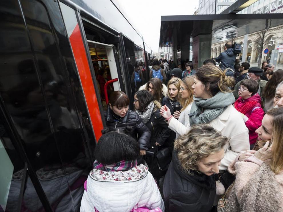 Huelga de conductores de tranvía en Zaragoza.