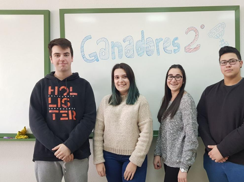Los alumnos del IES Salvador Victoria de Monreal del Campo, cuya aplicación ha sido premiada en el Desafío Stem de Telefónica.