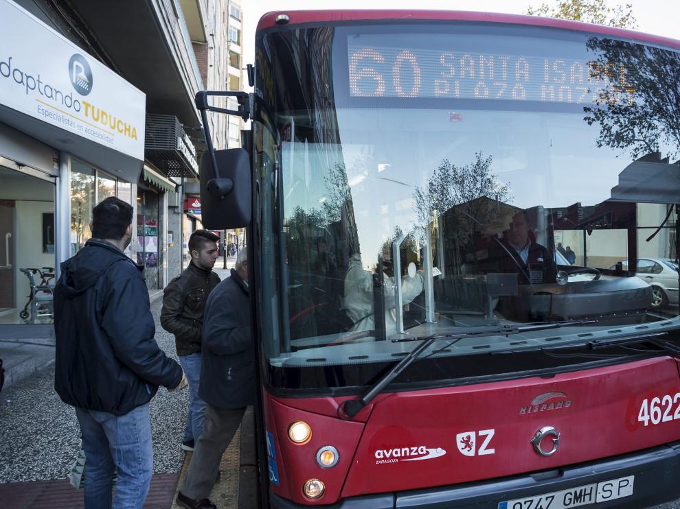 Imagen de un autobús de la línea 60.