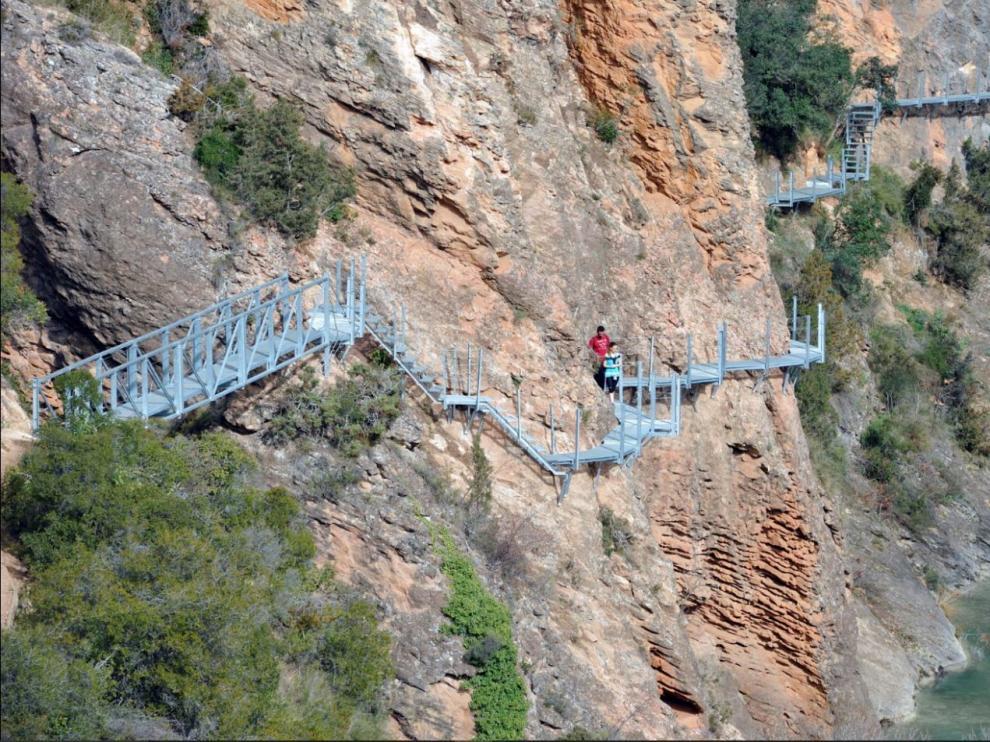 Pasarelas de Alquézar en el cañón del río Vero: un camino aéreo espectacular.