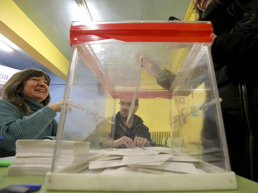 Los colegios aragoneses viven hoy el último día de votaciones de la jornada continua