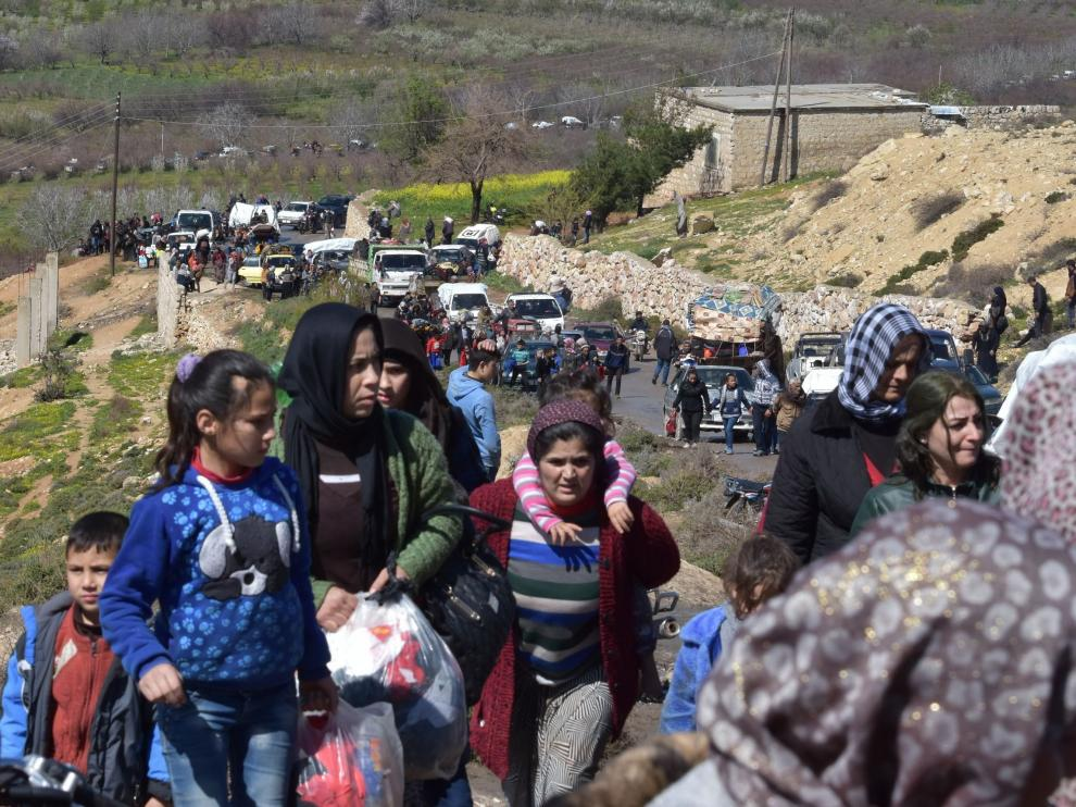 Huida masiva de civiles de la ciudad siria de Afrín, en la que se ha producido el ataque.