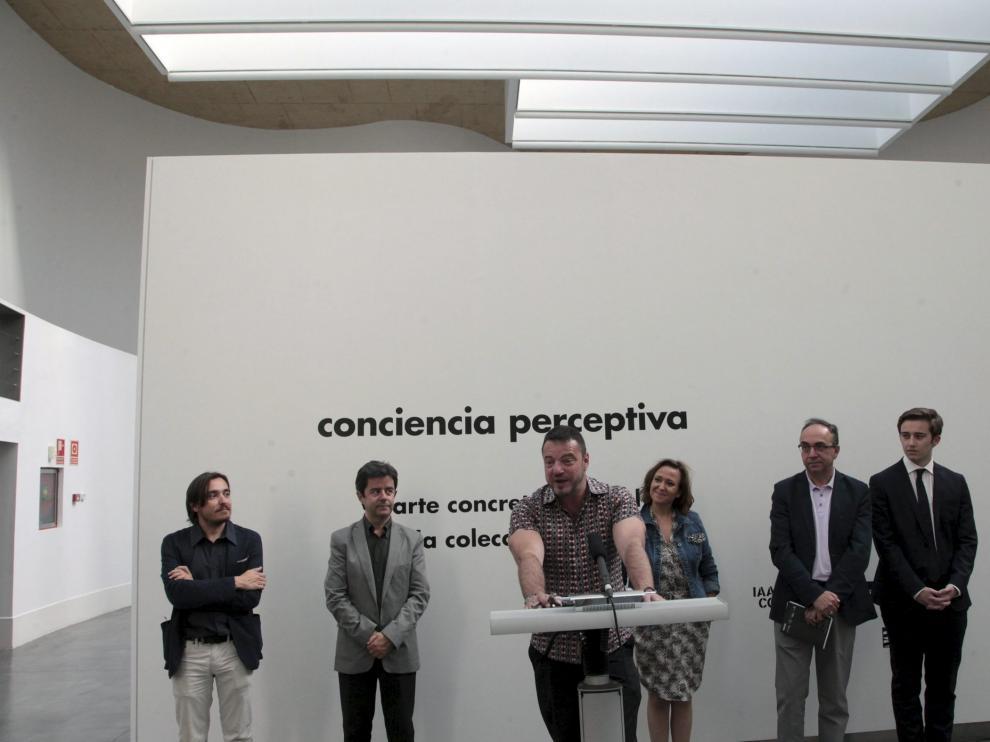 El director del CDAN, Juan Guardiola, presentando una exposición junto con el alcalde de Huesca, Luis Felipe, el director general de Cultura y Patrimonio, Nacho Escuín, y la consejera de Cultura, Mayte Pérez