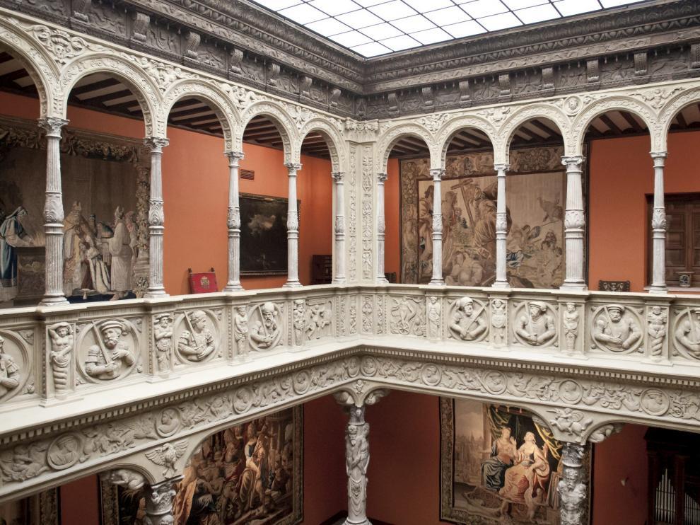 En 1957, Ibercaja adquirió el Patio de la Infanta. Luego lo reconstruyó en su sede.