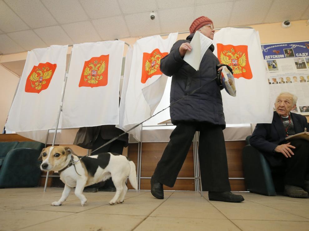 Los rusos están acudiendo de forma animada a votar