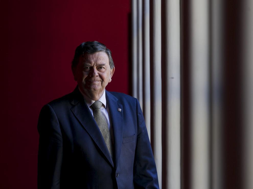 El exrector Manuel López, fotografiado en abril de 2017 en el Paraninfo de la Universidad de Zaragoza.