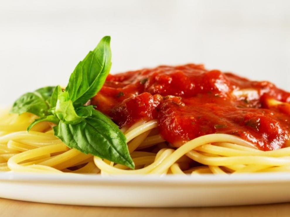 La salsa de tomate frito combina con casi todos los ingredientes de la despensa.