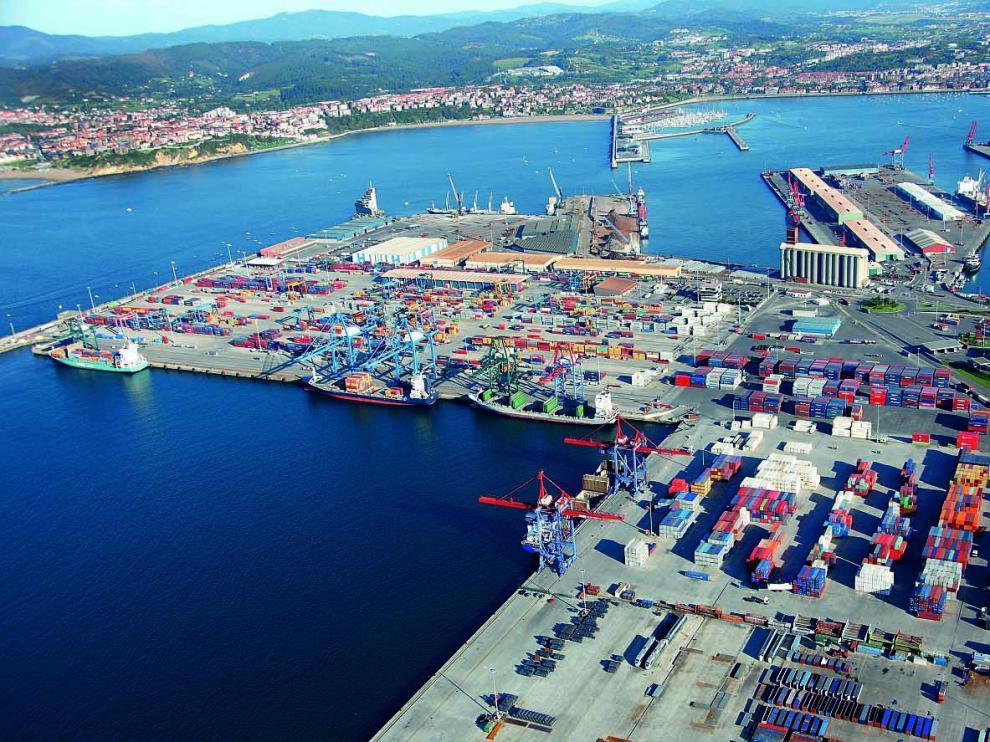 Terminal de contenedores en el Puerto de Bilbao.