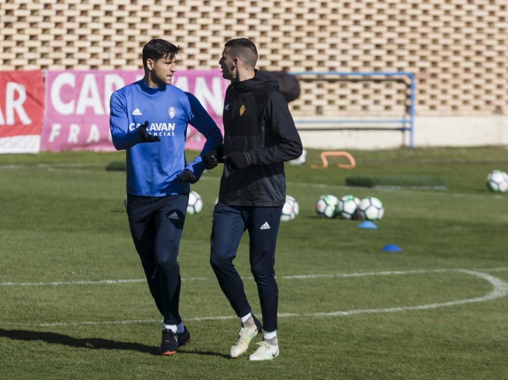 Grippo y Perone dialogan en un entrenamiento