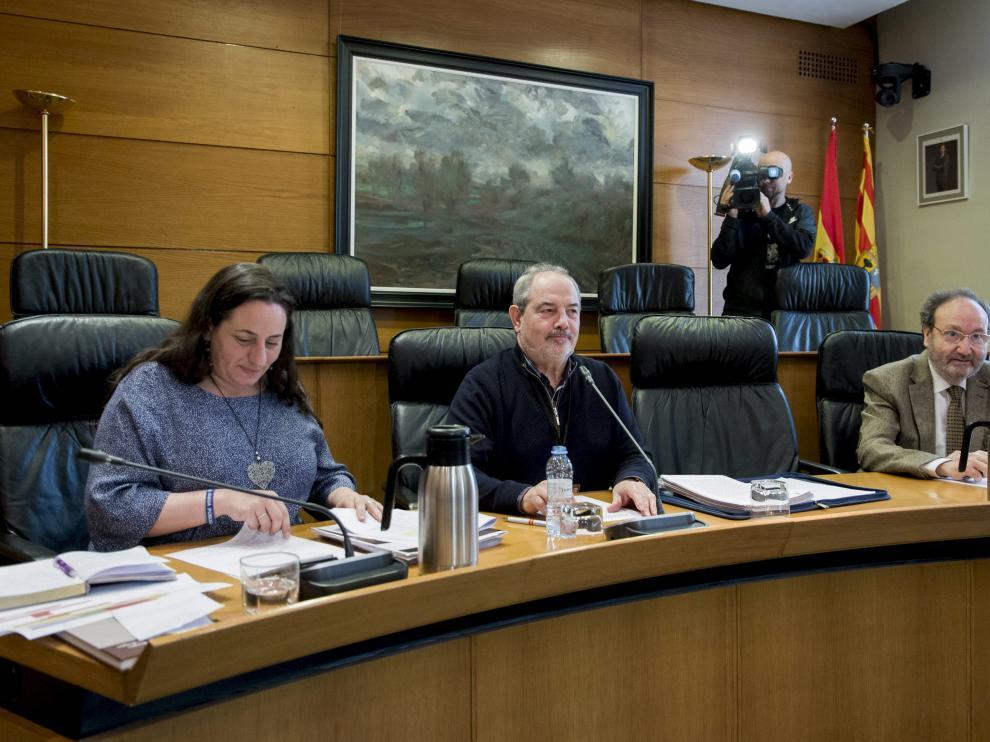 El exconsejero Víctor Longás (PAR), este miércoles, en la comisión de investigación de las depuradoras.
