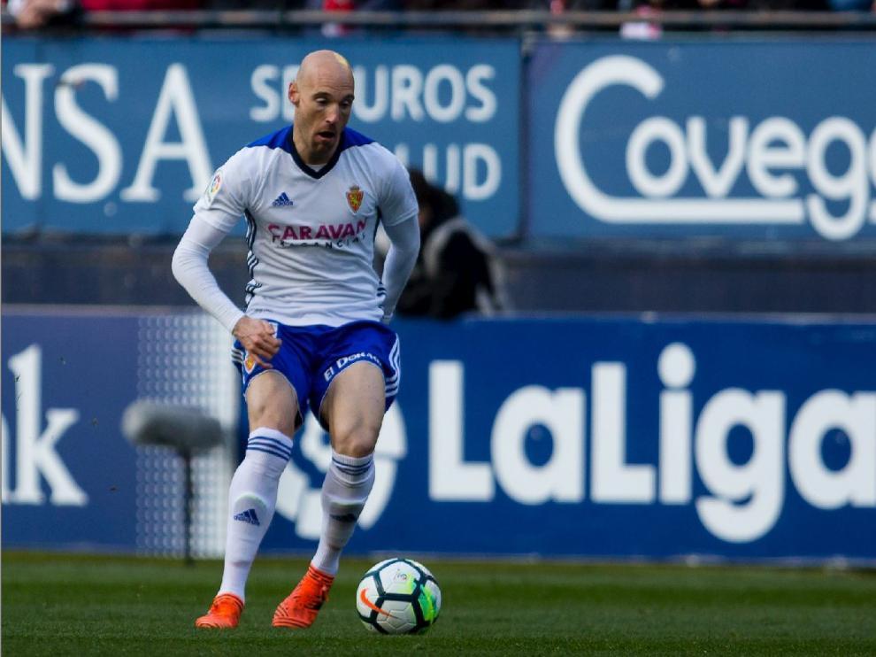 Toquero, en el momento de ejecutar el pase de gol a Borja Iglesias en el 0-2 del pasado sábado en Pamplona frente al Osasuna.