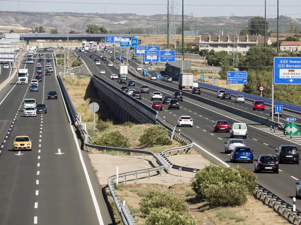 Tráfico en la AP-2 en Zaragoza.