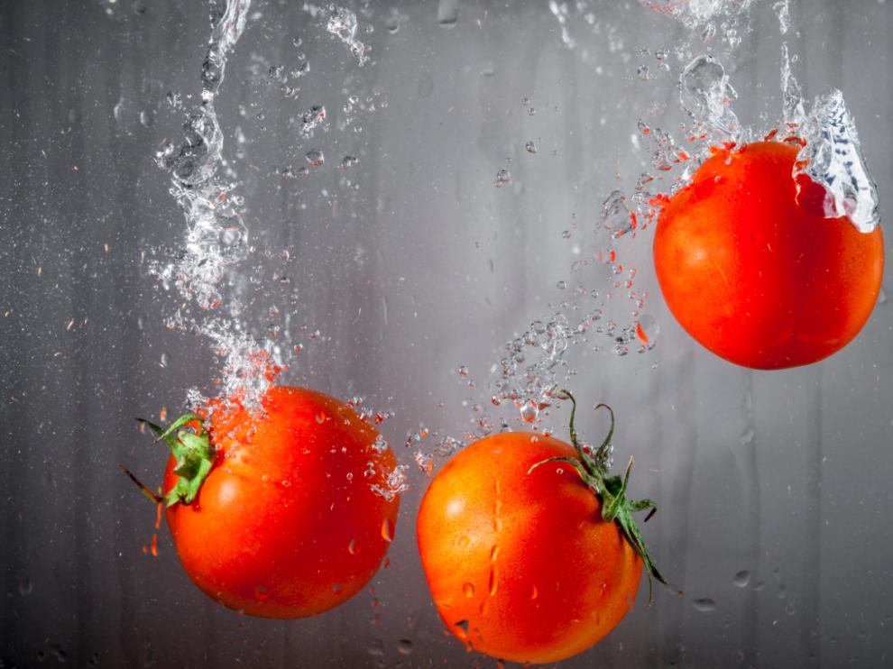Las frutas y las verduras sí que deben lavarse antes de cocinarse.