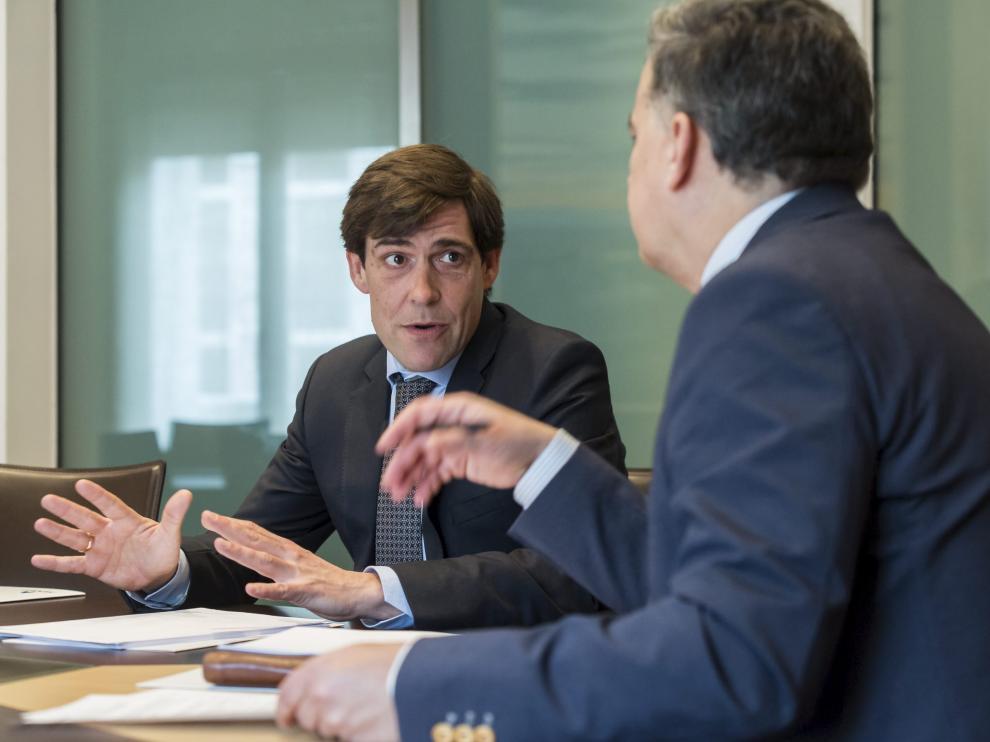 Los directivos de Ibercaja, Henneo, Deloitte y Chemieuro en la charla celebrada en la sede de HERALDO.