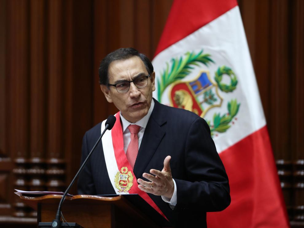 Martín Vizcarra, nuevo presidente de Perú, jurando su cargo.