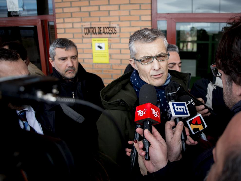El fiscal italiano Giuseppe Amato, en la entrada de la cárcel de Zuera, antes de ver a Igor el Ruso.