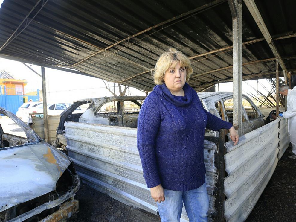 Arden cuatro coches en un centro canino