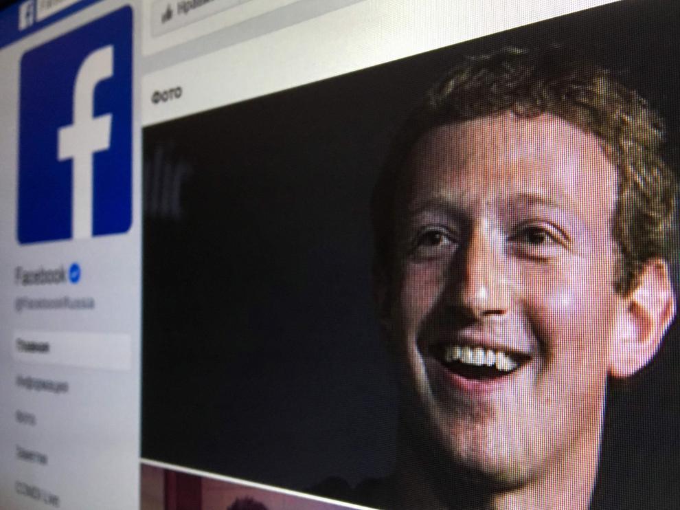 El creador de Facebook pide perdón por la crisis de Cambridge Analytica