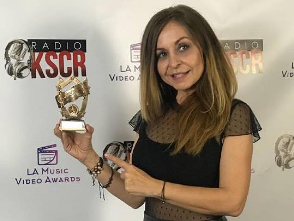 La periodista montisonense María García, afincada en EE. UU., ha recogido el premio en Los Ángeles en nombre del grupo