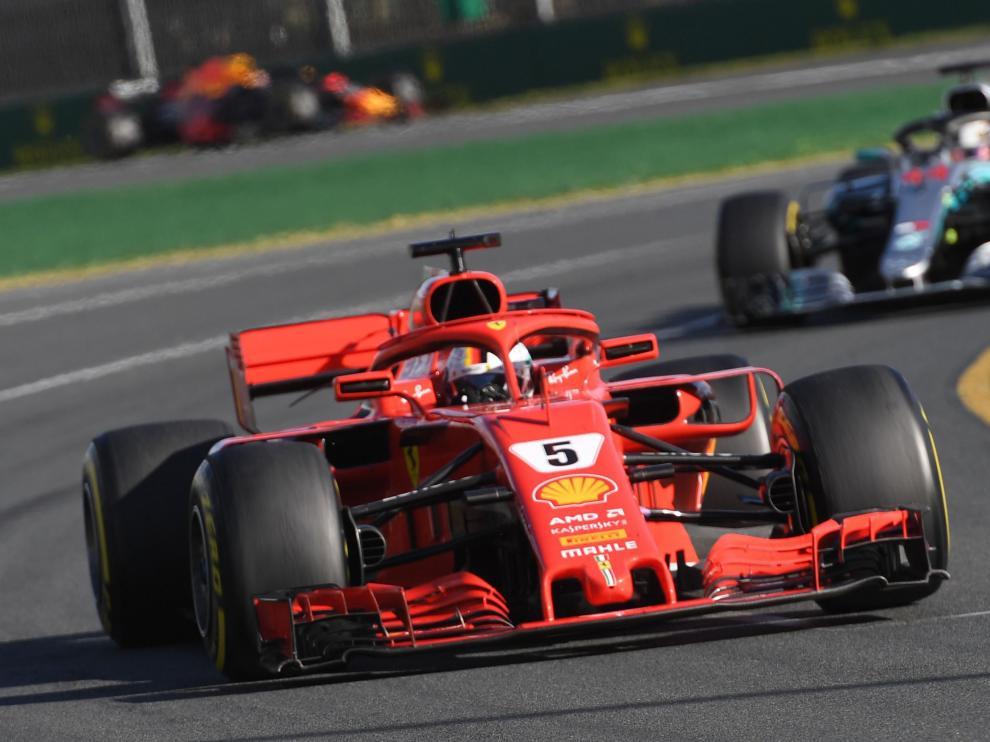 Vettel gana el Gran Premio de Australia al superar a Hamilton y Alonso logra un quinto puesto