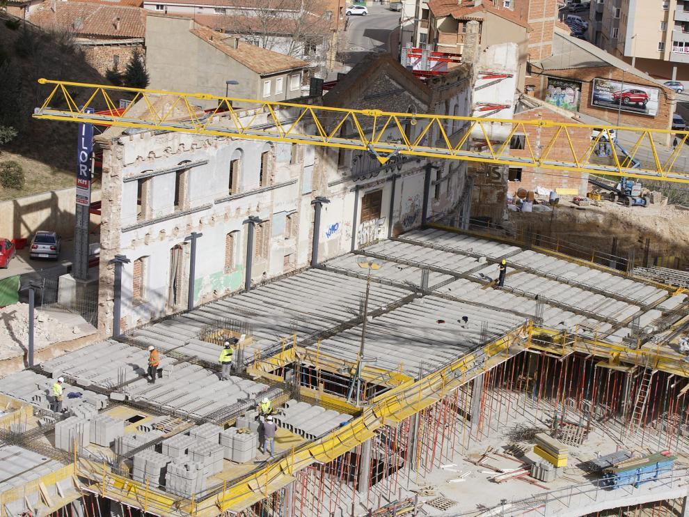 En el proyecto, solo se conserva en pie la fachada modernista del antiguo asilo.