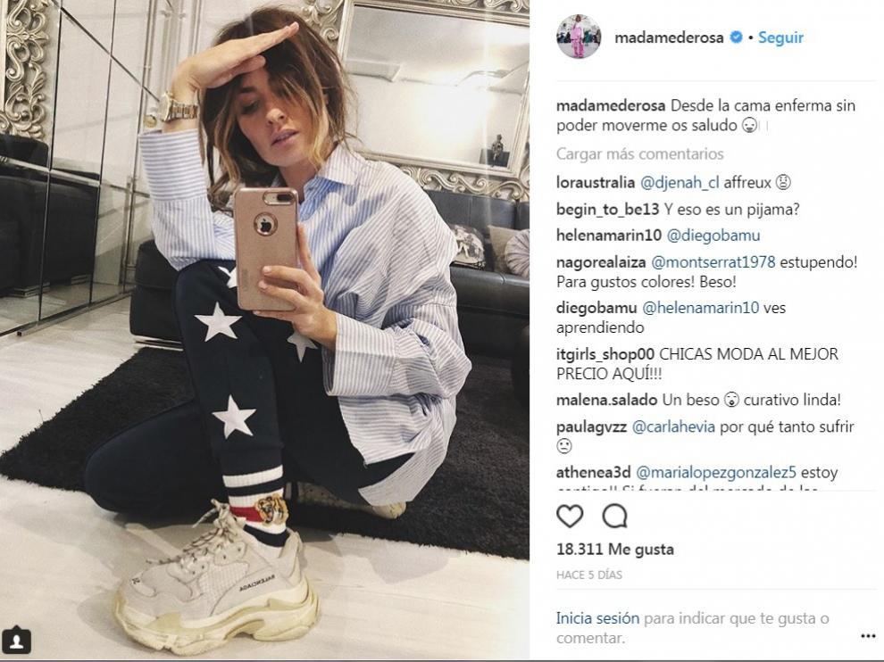 La 'influencer' Madame de Rosa luciendo las zapatillas de Balenciaga.